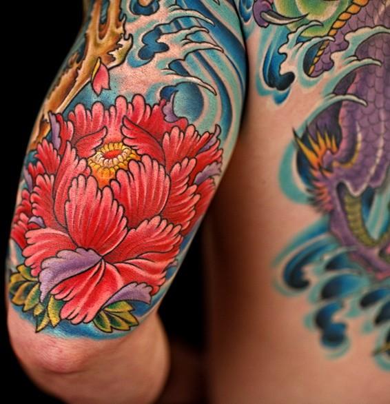 coole rote japanische pfingstrose blume in wellen tattoo. Black Bedroom Furniture Sets. Home Design Ideas