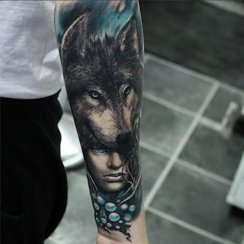 81 Detaillierte Tattoos Am Kopf: Schöne Frau Und Kopf Des Wolfs Tattoo Am Unterarm