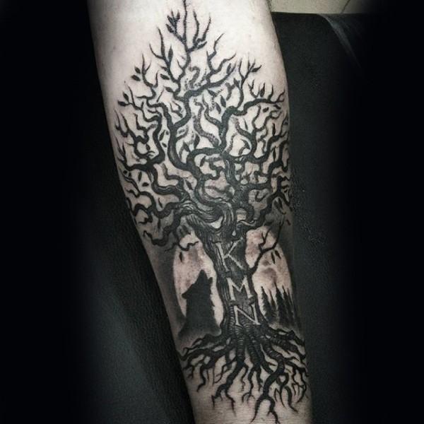 schwarzes unterarm tattoo von baum mit schriftzug. Black Bedroom Furniture Sets. Home Design Ideas