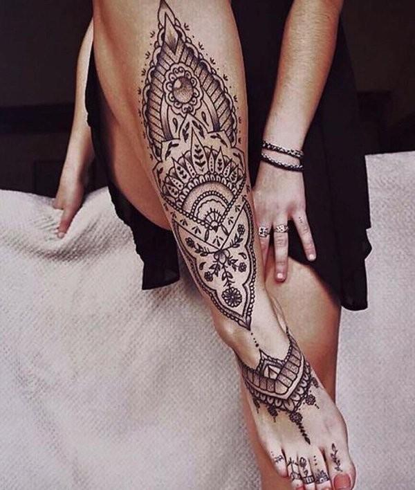 fantastisches schwarzes henna florales tattoo am bein und. Black Bedroom Furniture Sets. Home Design Ideas