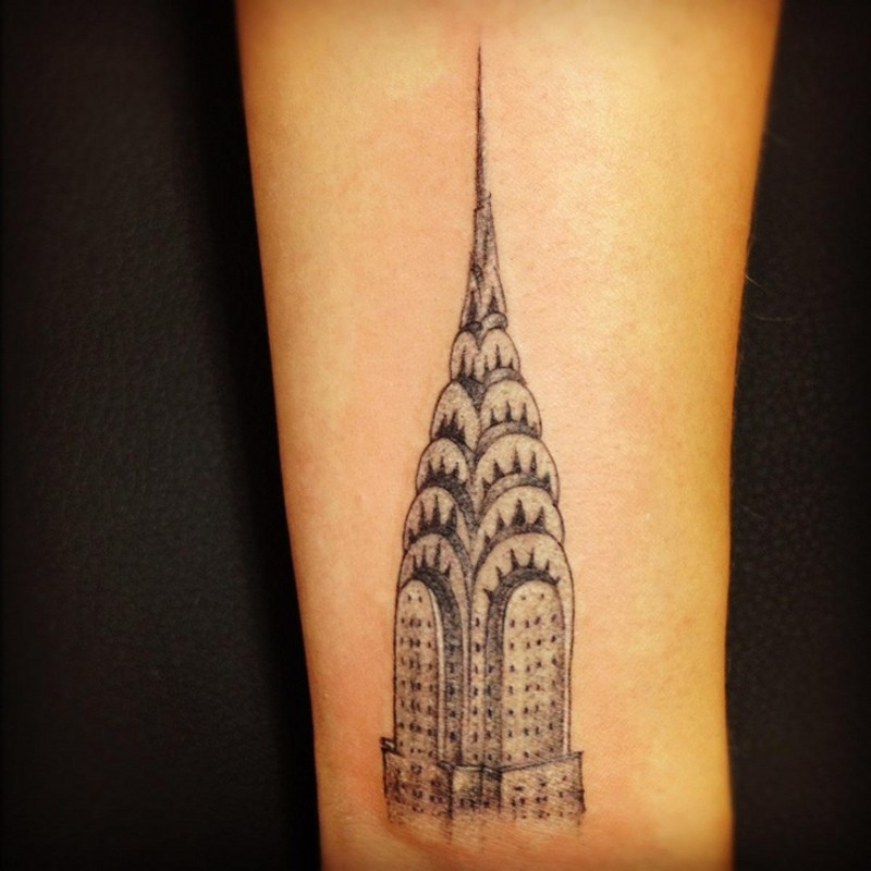 kleine schwarze wirkliche empire state building tattoo am handgelenk. Black Bedroom Furniture Sets. Home Design Ideas