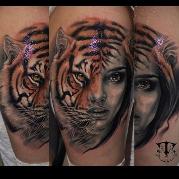 mystisches realistisch aussehendes farbiges bein tattoo mit halb tiger halb frau portr t. Black Bedroom Furniture Sets. Home Design Ideas
