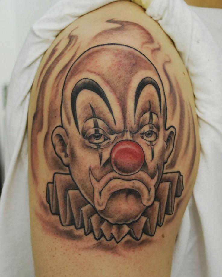 Trauriger Clown Mit Roter Nase Tattoo An Der Schulter