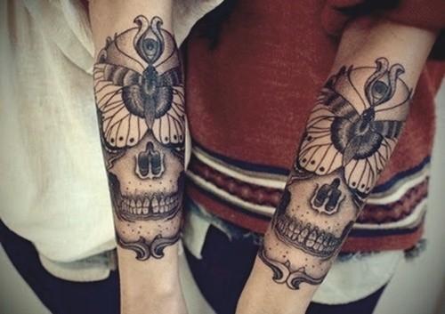 tattoo von totenkopf am unterarm f r m nner. Black Bedroom Furniture Sets. Home Design Ideas
