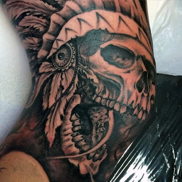 Wunderbares Schwarzes Ellenbogen Tattoo Mit Indianischem