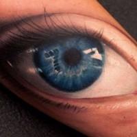 Realistische blaues auge mit tr nen tattoo am arm von for Number 7 tattoo gallery